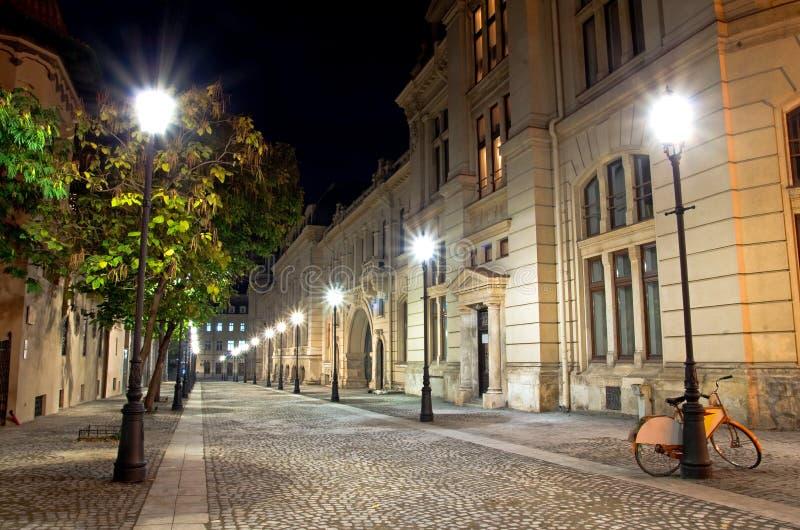 Βουκουρέστι τή νύχτα - το ιστορικό κέντρο στοκ φωτογραφία με δικαίωμα ελεύθερης χρήσης