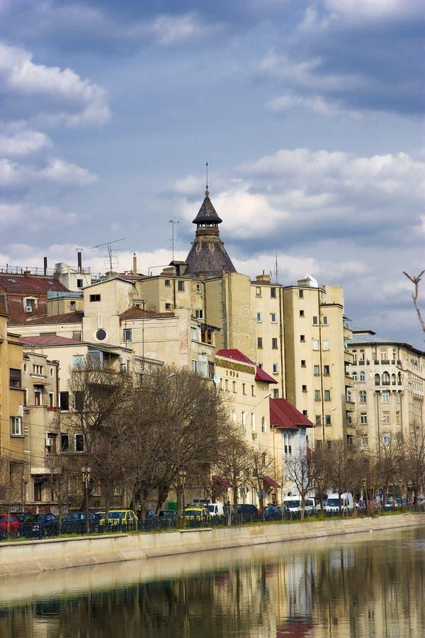 Βουκουρέστι - όψη πέρα από τον ποταμό Dambovita στοκ φωτογραφία με δικαίωμα ελεύθερης χρήσης