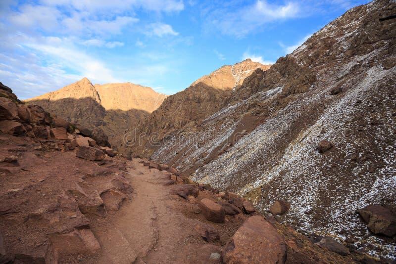 Βουνά ατλάντων Ίχνος πεζοπορίας περπατήματος βουνών στοκ εικόνα