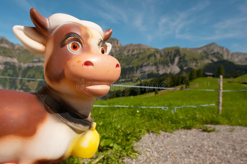 βουνά Ελβετία αγελάδων στοκ φωτογραφία