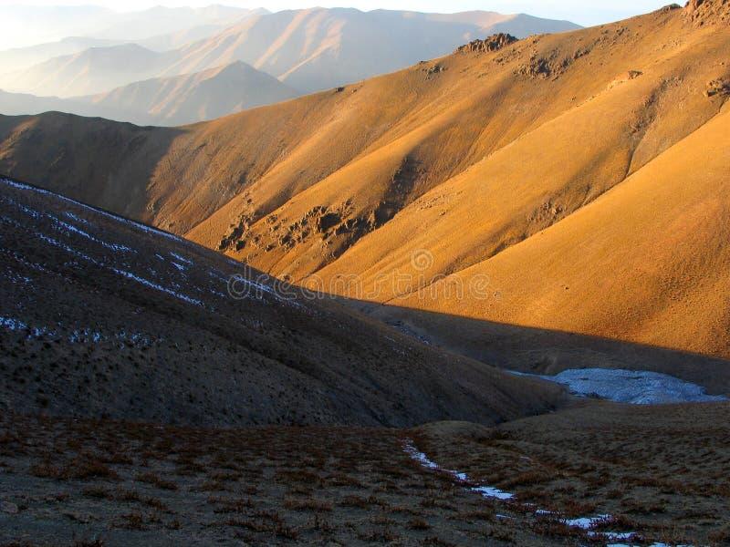 βουνά κίτρινα στοκ φωτογραφία με δικαίωμα ελεύθερης χρήσης