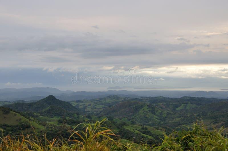 Βουνά και ωκεανός της Κόστα Ρίκα στοκ φωτογραφίες με δικαίωμα ελεύθερης χρήσης