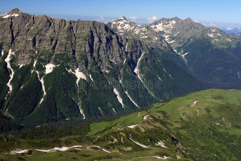 Βουνά Καύκασου στη Δημοκρατία της Αμπχαζίας στοκ φωτογραφία με δικαίωμα ελεύθερης χρήσης