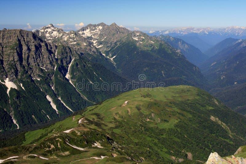 Βουνά Καύκασου στη Δημοκρατία της Αμπχαζίας στοκ φωτογραφία