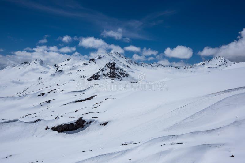 Βουνά Καύκασου στη Ρωσία στοκ φωτογραφίες