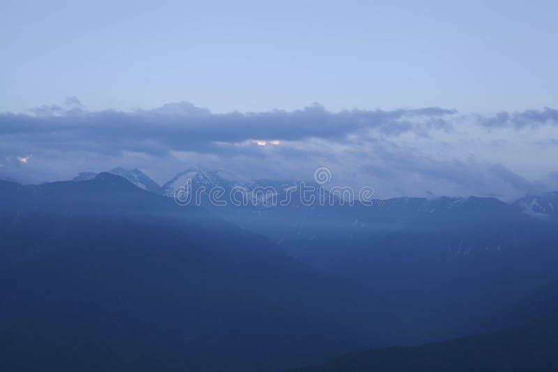 βουνά Καύκασου στοκ φωτογραφία με δικαίωμα ελεύθερης χρήσης