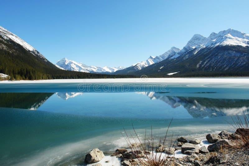βουνά λιμνών δύσκολα στοκ φωτογραφία