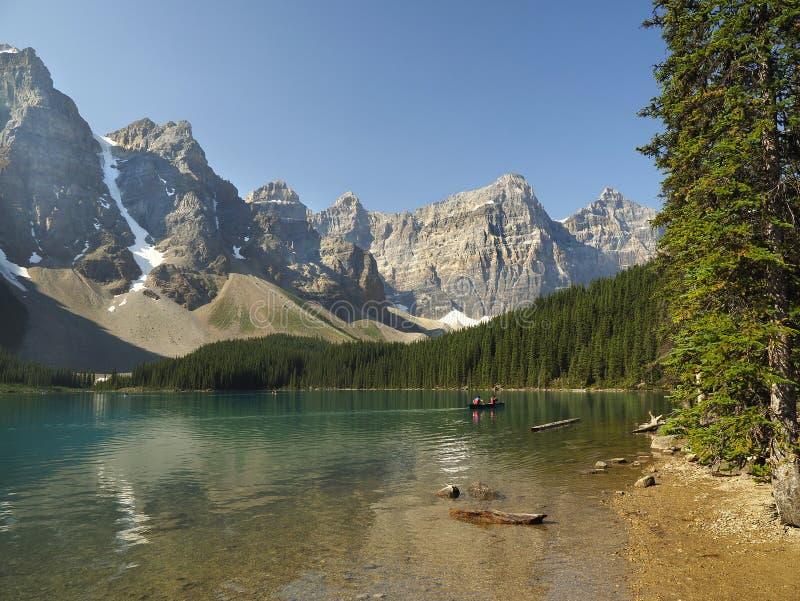 Βουνά λιμνών Moraine και εθνικό πάρκο Banff ακτών στοκ φωτογραφίες με δικαίωμα ελεύθερης χρήσης