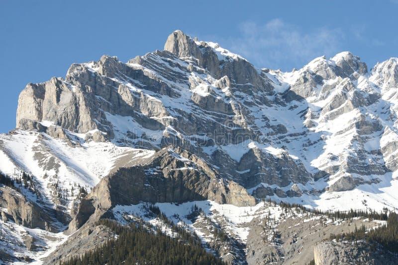 βουνά μεγαλειότητας του Καναδά δύσκολα στοκ εικόνα