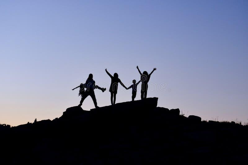 βουνά οικογενειακής π&epsil στοκ φωτογραφία με δικαίωμα ελεύθερης χρήσης