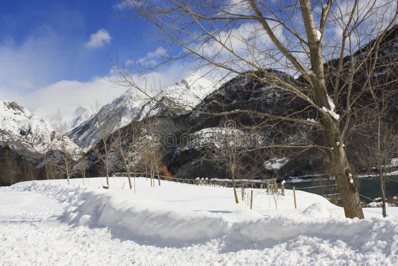 Βουνά στην κοιλάδα Tena, Πυρηναία στοκ εικόνα