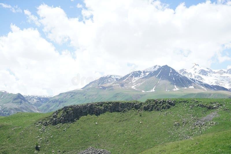 Βουνά στη Γεωργία στοκ εικόνα με δικαίωμα ελεύθερης χρήσης