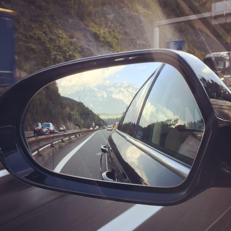 Βουνά στον καθρέφτη στοκ εικόνες με δικαίωμα ελεύθερης χρήσης