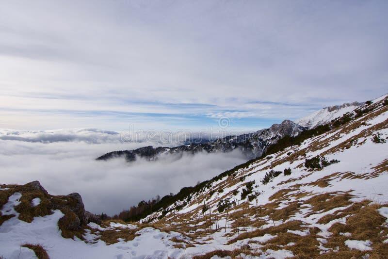 Βουνά στο χιόνι στοκ εικόνα