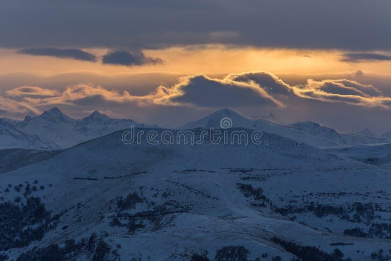 Βουνά της Ρωσίας, τα Καύκασος, Καμπαρντίνο-Μπαλκαρία Τοποθετήστε Elbrus στοκ εικόνες με δικαίωμα ελεύθερης χρήσης