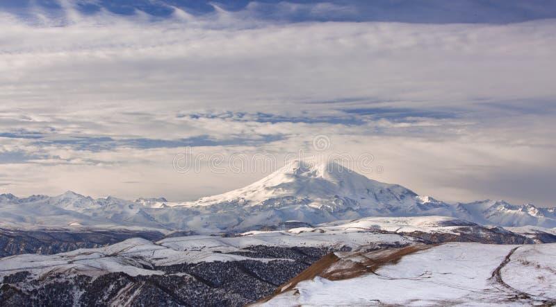 Βουνά της Ρωσίας, τα Καύκασος, Καμπαρντίνο-Μπαλκαρία Τοποθετήστε Elbrus στοκ φωτογραφία με δικαίωμα ελεύθερης χρήσης