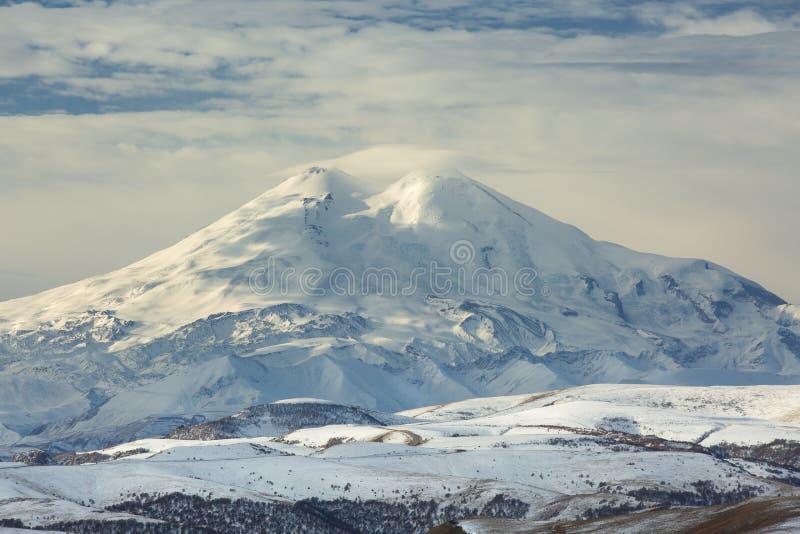 Βουνά της Ρωσίας, τα Καύκασος, Καμπαρντίνο-Μπαλκαρία Τοποθετήστε Elbrus στοκ εικόνες