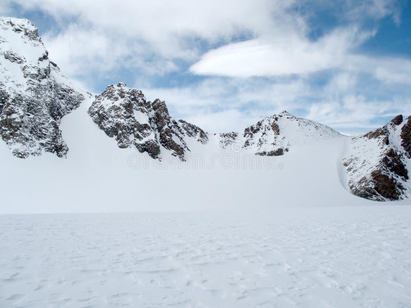 βουνά τοπίων Καύκασου στοκ φωτογραφία