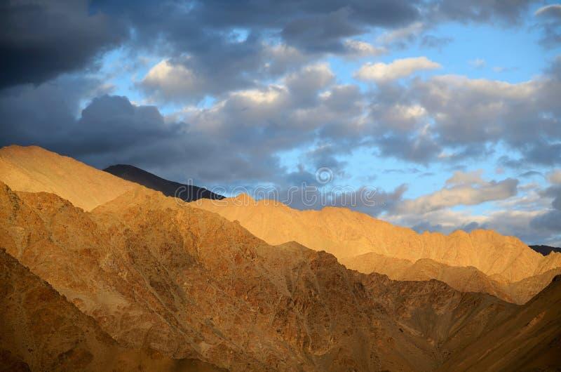 Βουνά του Ιμαλαίαυ στοκ εικόνα