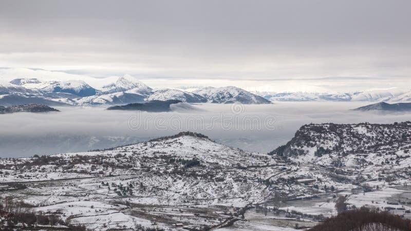 βουνά χιονώδη στοκ φωτογραφίες