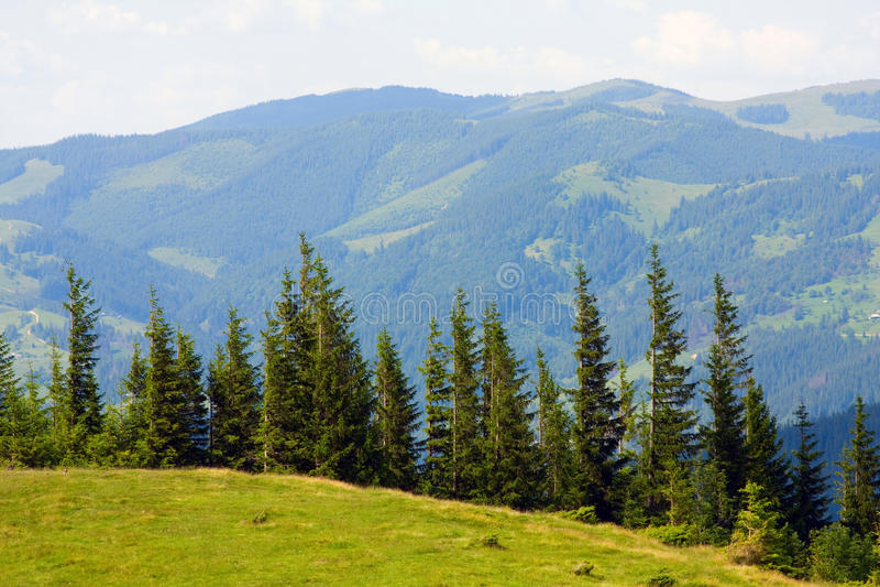 Download βουνά στοκ εικόνα. εικόνα από βουνό, πεδίο, ημέρα, σύννεφα - 17054959