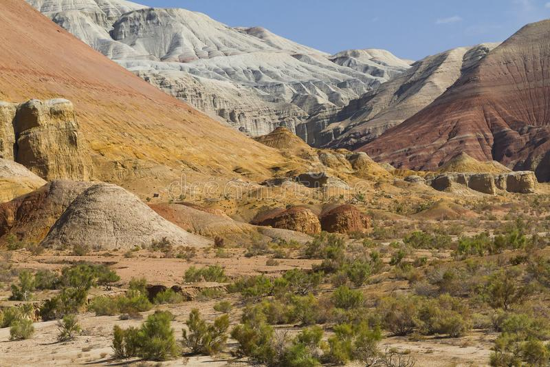 Βουνά Aktau altyn-Emel στο εθνικό πάρκο, κεντρική Ασία, Καζακστάν στοκ εικόνες