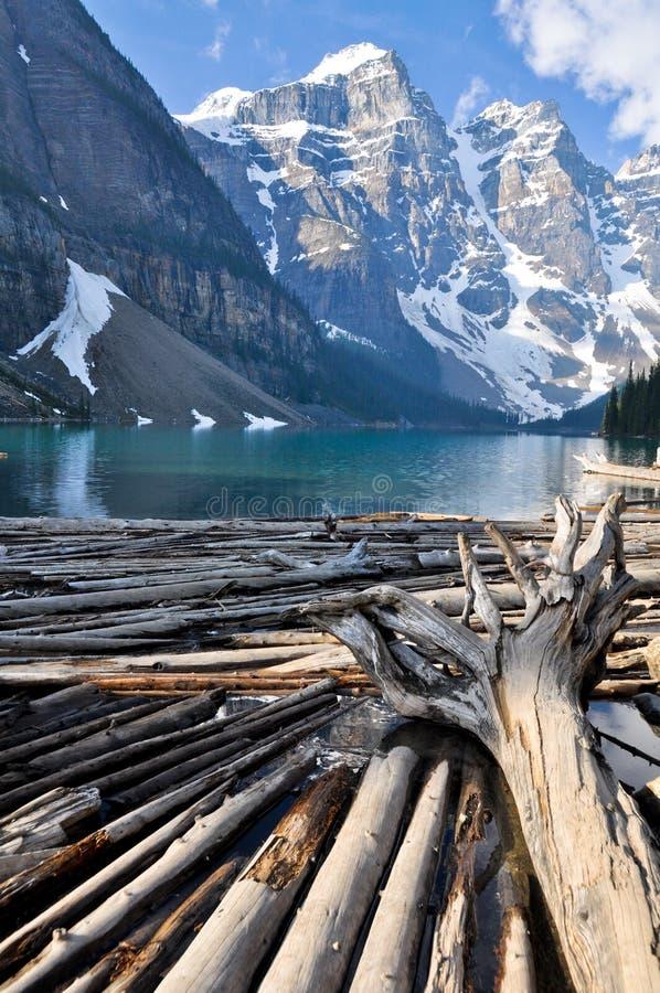βουνά moraine λιμνών του Καναδά &delta στοκ εικόνες