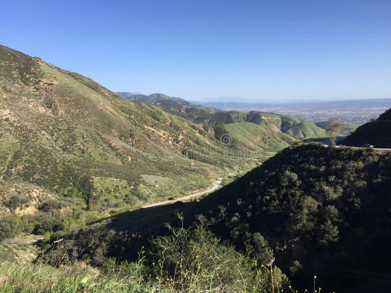Βουνά SAN Bernadino που αγνοούν την εσωτερική αυτοκρατορία νότια Καλιφόρνια στοκ φωτογραφία με δικαίωμα ελεύθερης χρήσης