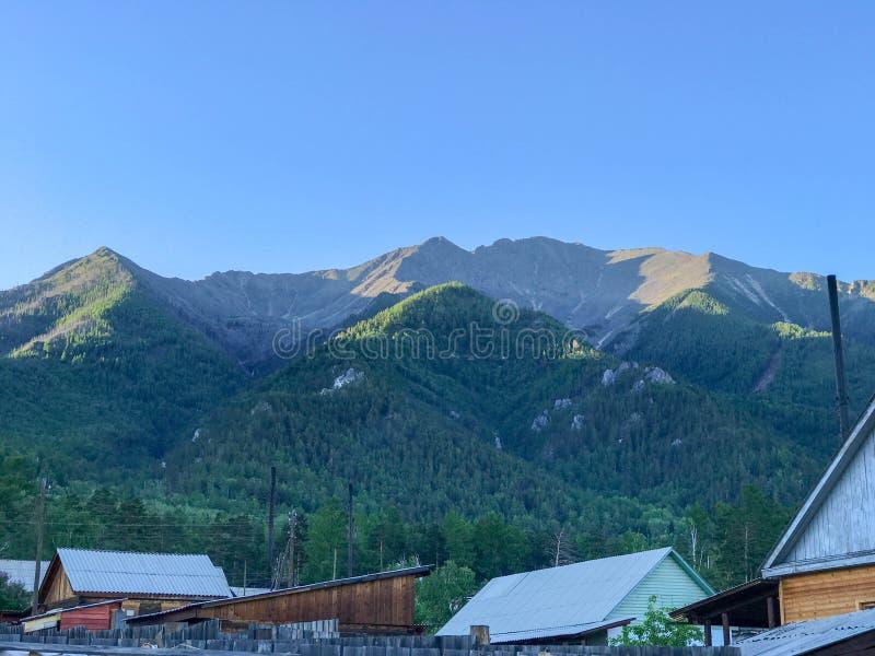Βουνά Sayany Arshan Ρωσία στοκ εικόνες