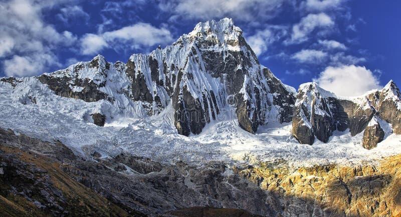 Βουνά Taullipampa 5830 μ στοκ φωτογραφία