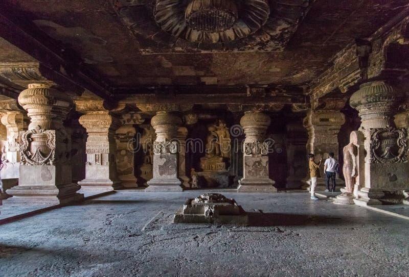 βουνοπλαγιά ινδή Ινδία ellora 26 27 η αρχαία χαρασμένη aurangabad σπηλιών σπηλιών κοντά στους αριθμούς λικνίζει έξω τους στερεούς στοκ φωτογραφία με δικαίωμα ελεύθερης χρήσης