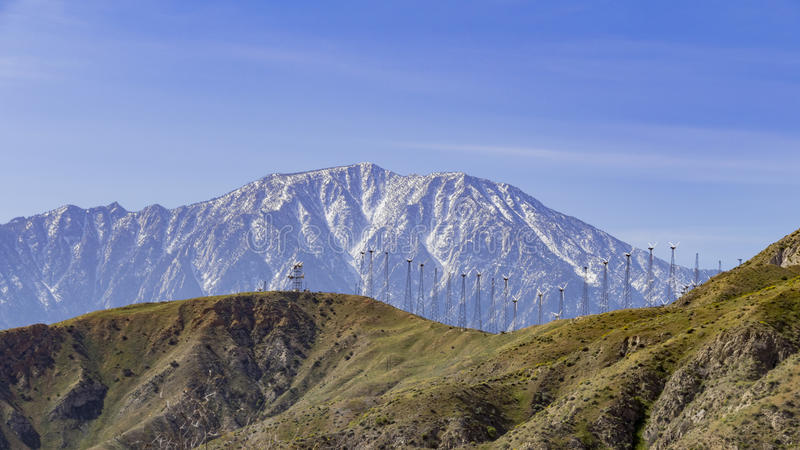 Βουνό ανεμόμυλων και χιονιού στοκ φωτογραφίες