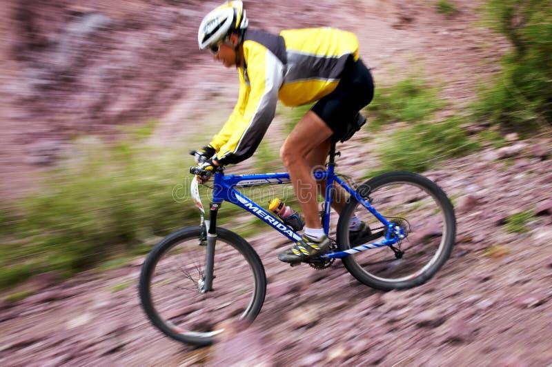 βουνό ανταγωνισμού ποδηλάτων περιπέτειας στοκ εικόνες