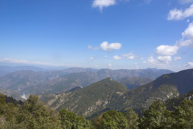 Βουνό κοιλάδων Himalayan scape Κοντά σε Nainital, Uttarakhand, Ινδία στοκ εικόνα με δικαίωμα ελεύθερης χρήσης