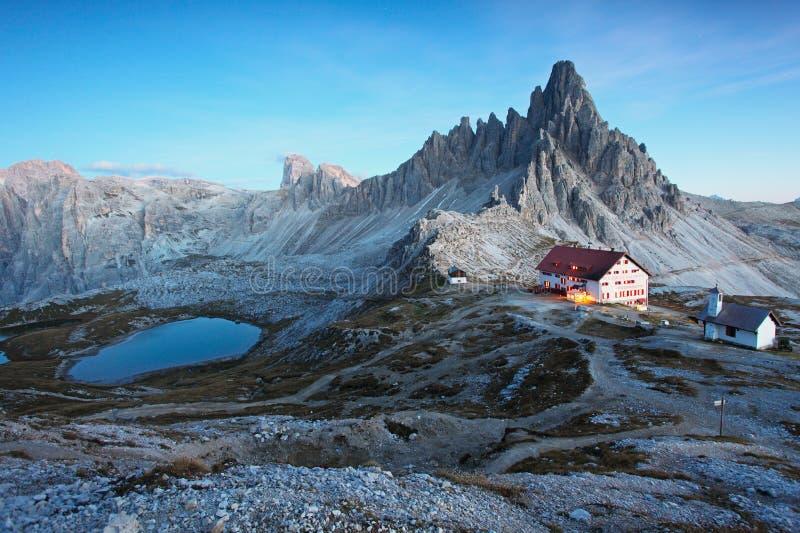 Βουνό δολομιτών στην Ιταλία στο ηλιοβασίλεμα στοκ εικόνες με δικαίωμα ελεύθερης χρήσης