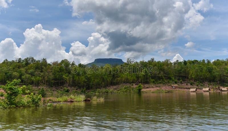 Βουνό ποταμών όμορφο στοκ φωτογραφία με δικαίωμα ελεύθερης χρήσης