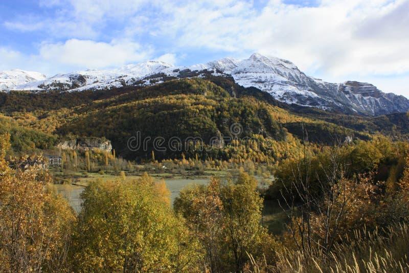 Βουνό στην κοιλάδα Tena, Πυρηναία στοκ φωτογραφίες με δικαίωμα ελεύθερης χρήσης