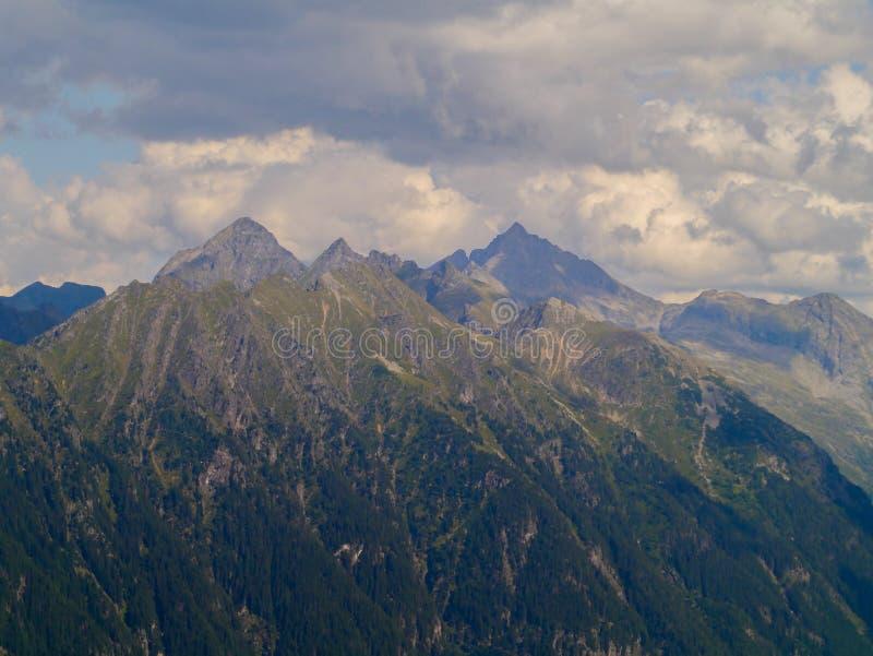 Βουνό στον ουρανό στοκ εικόνα με δικαίωμα ελεύθερης χρήσης