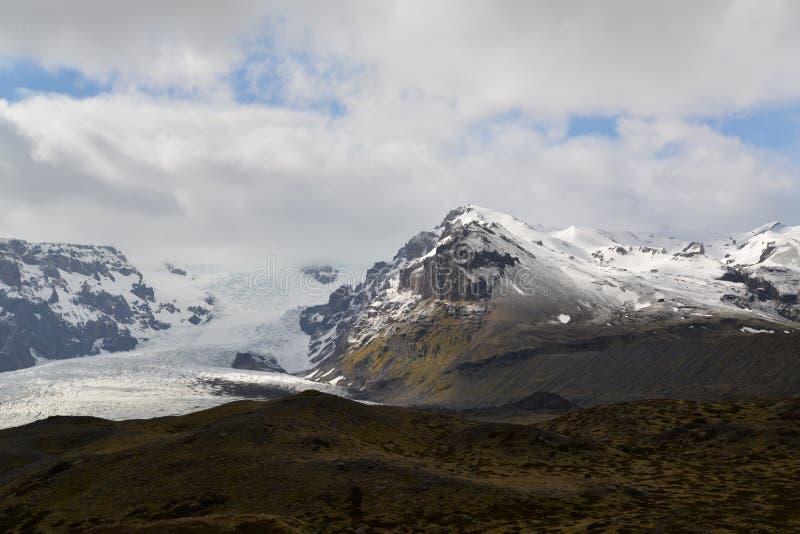 Βουνό του πάγου και του μαύρου Stone στοκ εικόνα