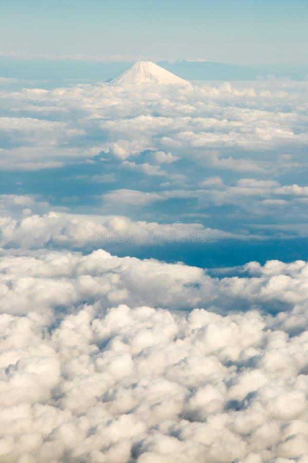 Βουνό του Φούτζι στην Ιαπωνία με την ομάδα σύννεφου στοκ εικόνες