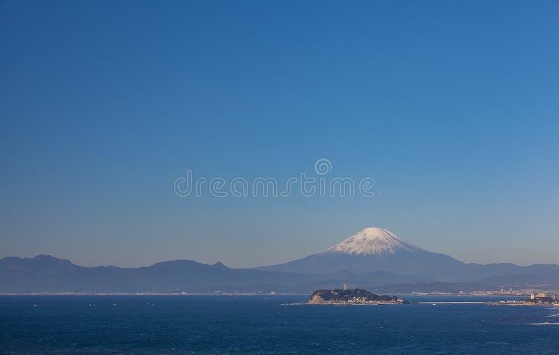 Βουνό Φούτζι και θάλασσα στην εποχή φθινοπώρου στοκ εικόνα