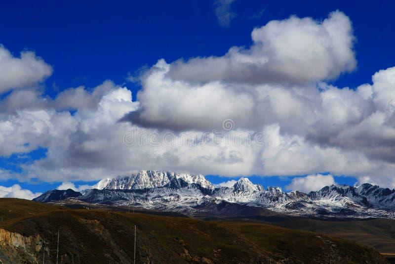 Βουνό χιονιού Yala και λιβάδι Tagong στοκ φωτογραφία με δικαίωμα ελεύθερης χρήσης