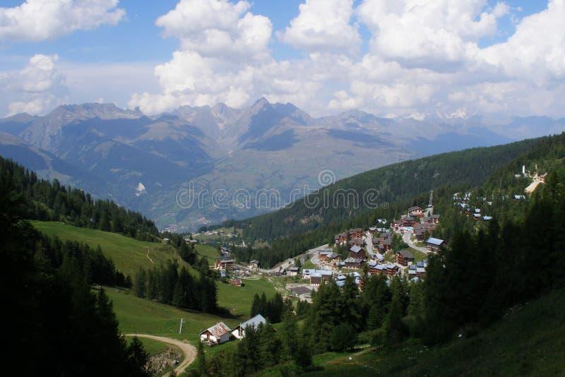 Download βουνό στοκ εικόνες. εικόνα από διακοπές, λόφοι, καθαρός - 377708