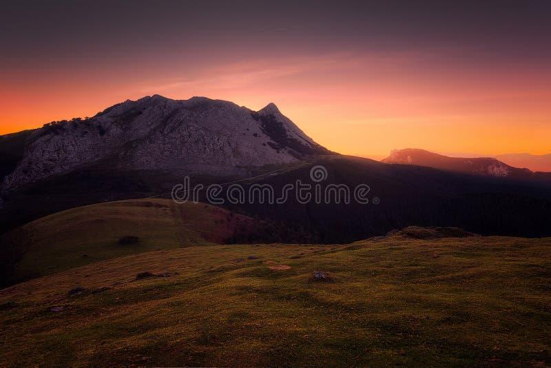 Βουνό Anboto στην ανατολή στοκ φωτογραφία