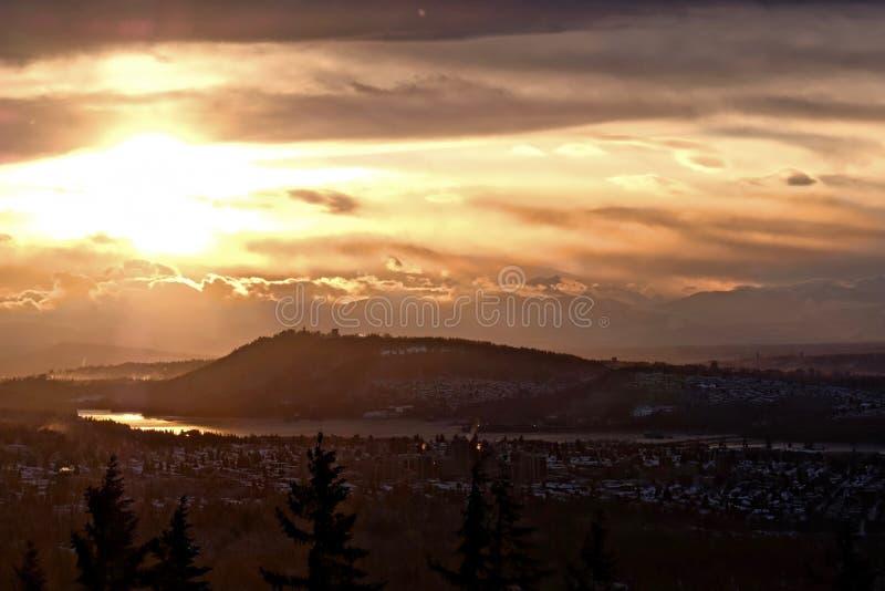 Βουνό Burnaby και πανεπιστήμιο του Simon Fraser στην ανατολή από το βουνό κυπαρισσιών Βανκούβερ στοκ εικόνα