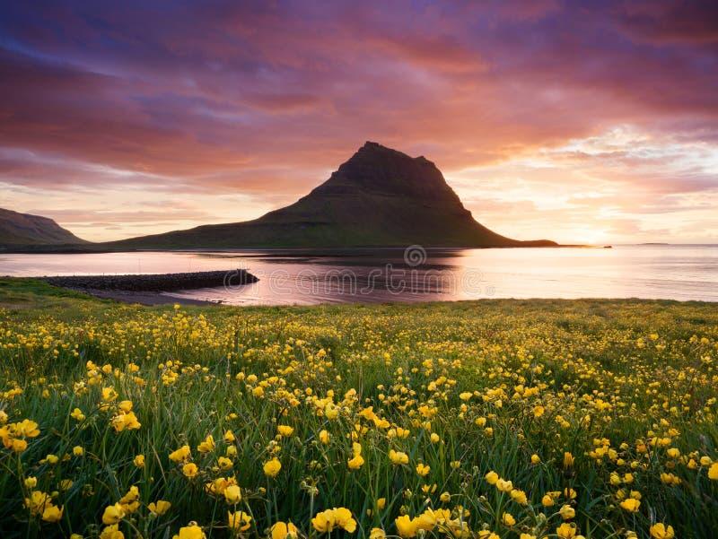 Βουνό Kirkjufell κοντά σε Grundarfjordu, Ισλανδία στοκ φωτογραφία με δικαίωμα ελεύθερης χρήσης
