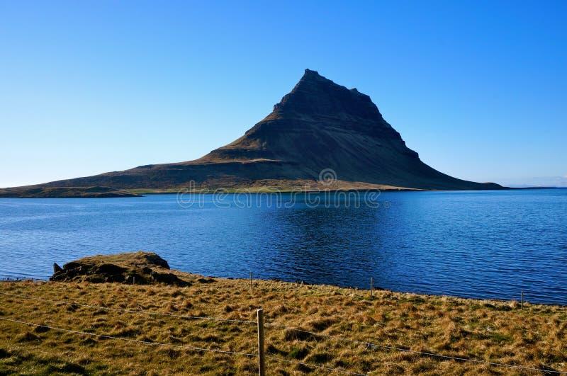 Βουνό Kirkjufell στην Ισλανδία στοκ φωτογραφίες με δικαίωμα ελεύθερης χρήσης
