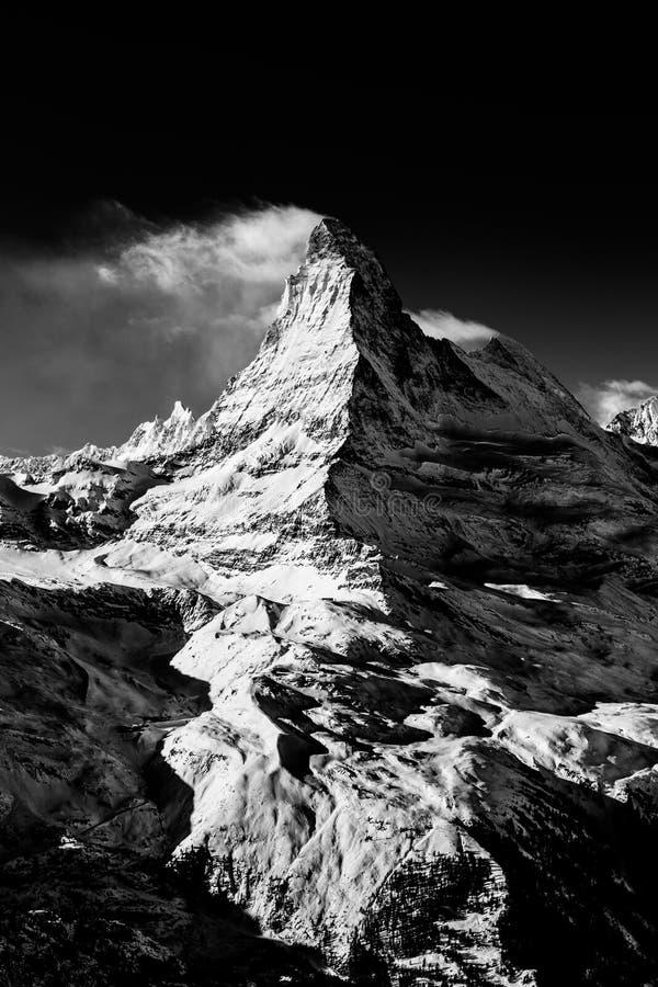 Βουνό Matterhorn που καλύπτεται από τα σύννεφα στοκ φωτογραφία με δικαίωμα ελεύθερης χρήσης