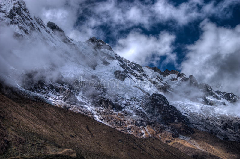 Βουνό Salcantay στο ίχνος σε HDR στοκ φωτογραφίες