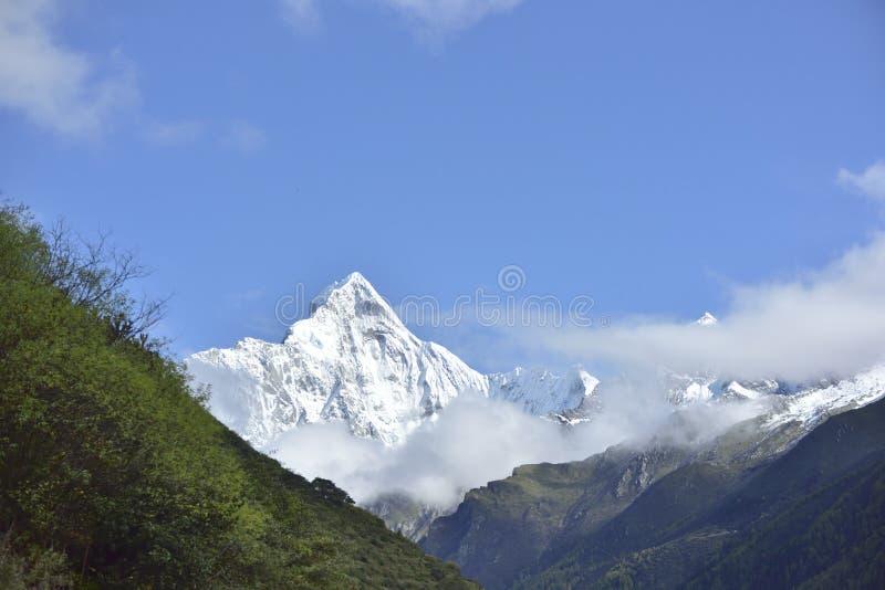 Βουνό Siguniang (βουνό τεσσάρων κοριτσιών) στοκ φωτογραφίες